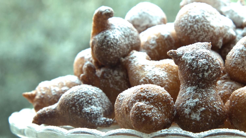 סופגניות ביס קמח מלא עם אבקת סוכר לחנוכה קרן אגם נשואה למאפייה