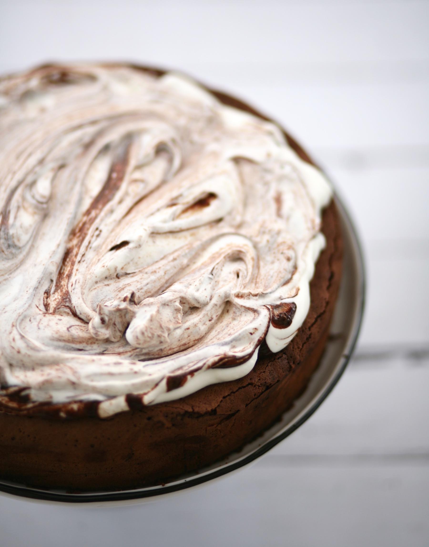 עוגת שוקולד ללא קמח עם קצפת