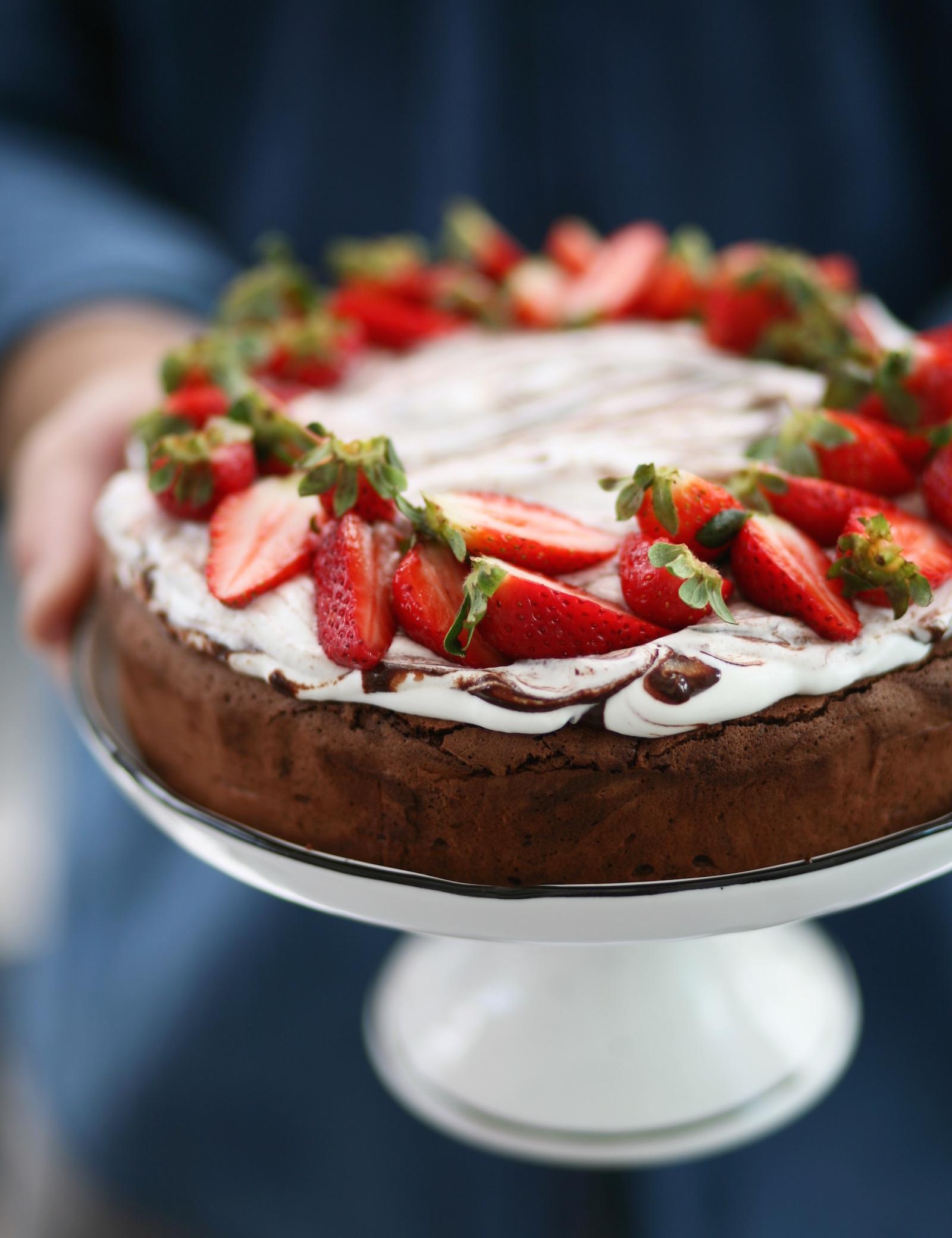 עוגת שוקולד ותותים ללא קמח