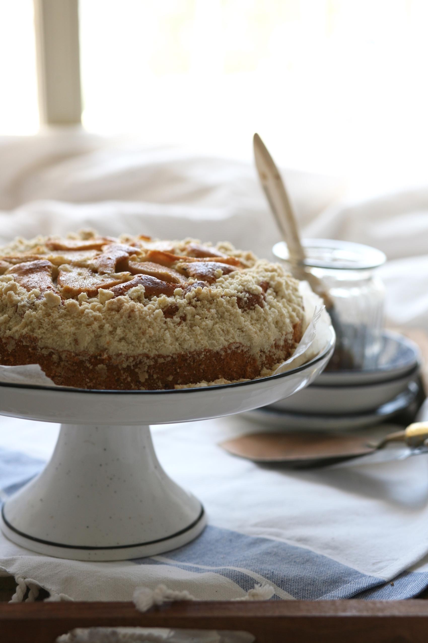 עוגת אגסים ופירורים