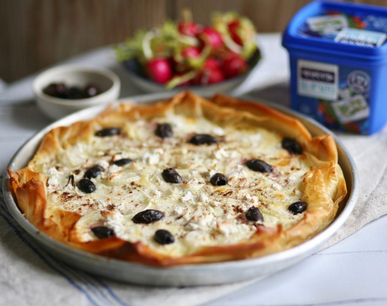 טארט בצל גבינה וזיתים